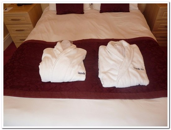 Saxonville Hotel: Gowns and slippers.