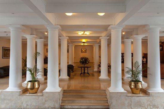 Hotel Suisse: Lobby Area