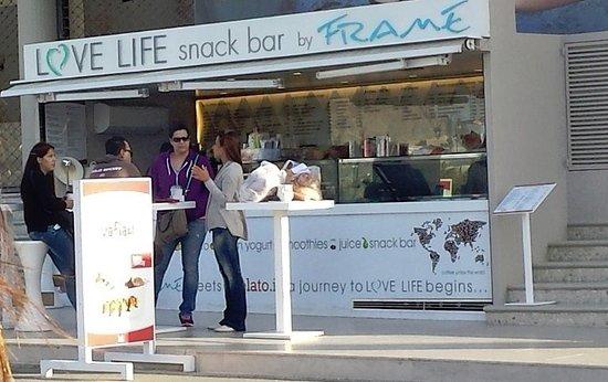 Frame: Love Life Snack Bar by Framè, Plakyàs, Creta, Grecia (settembre 2016)