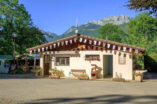 Lathuile, Francia: réception