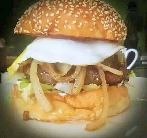 Chengde, China: Egg burger
