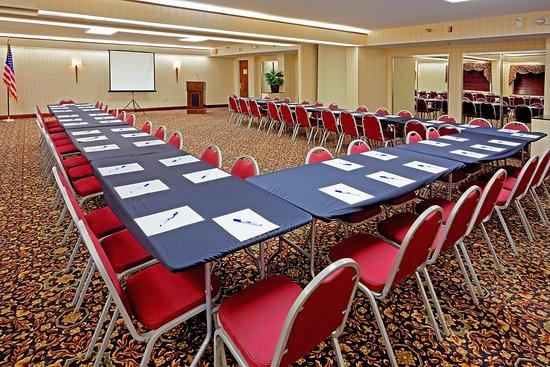 สโตนีบรูค, นิวยอร์ก: Our Stony Brook Room can seat up to 100 people with 3 set-ups