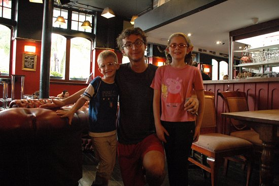 Travel Joy Hostels Chelsea: Asia and Kai with Rupert (very very nice staff member)!