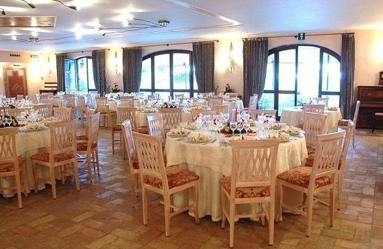 Manziana, Italia: sala da pranzo addobbata per un evento...