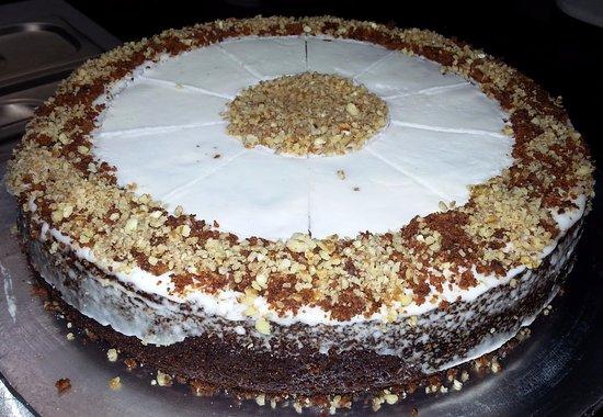 Hillcrest, Sydafrika: Carrot & pecan nut cake