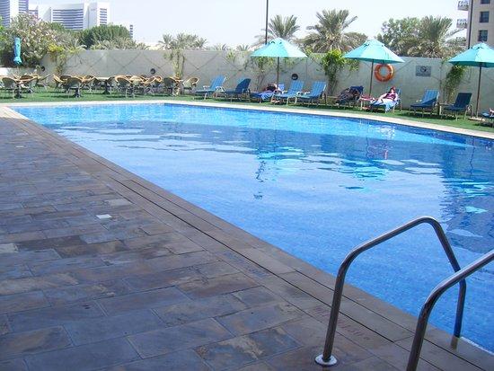 Arabian Park Hotel: pool