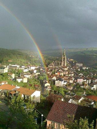 Belmont-sur-Rance, Frankrike: surplombant le village
