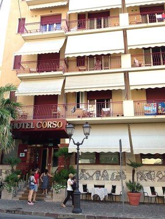 Hotel Corso: entrata hotel