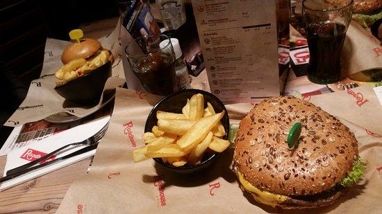 roadhouse grill maxxi burger e patatine