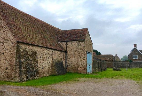 Winterbourne, UK: Winterbourne medieval barn