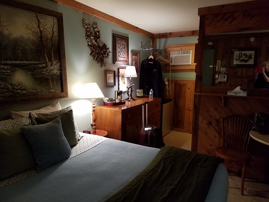WilloWood Inn: room #1 with one queen bed