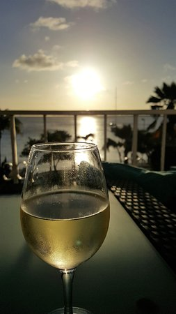 Bonaire Oceanfront Apartments: Terassen mot havet