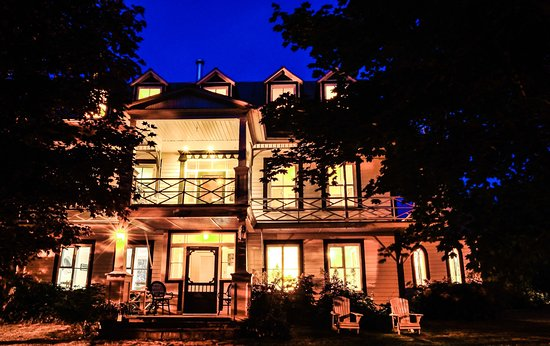 Auberge le 112 hotel saint andre de kamouraska canada for Auberge maison roy hotel quebec city