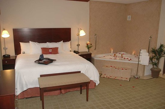 Waxahachie, TX: King Suite With Spa