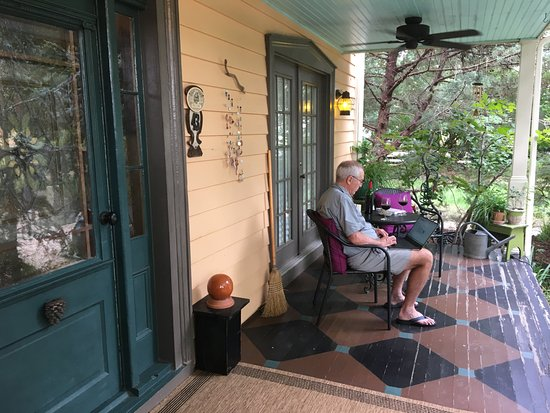 The Charlotte Hotel & Restaurant: porch seating at Victorian house