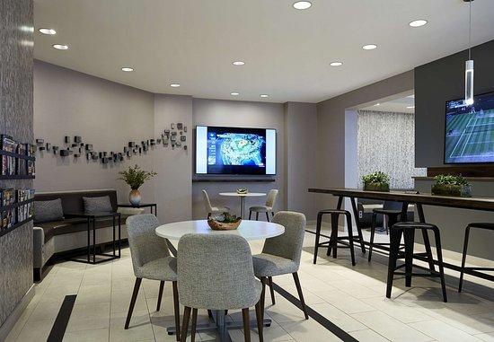 Bethesda, MD: M Club Lounge – Workspace