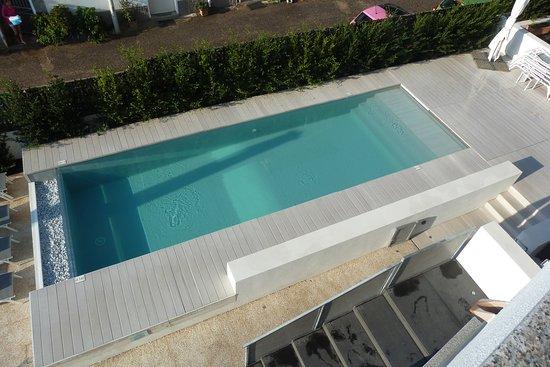 Hotel Nettuno : La piscine vue de la chambre