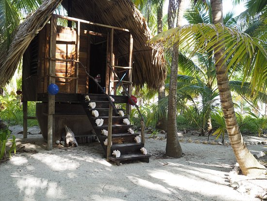 Glovers Reef Atoll, Μπελίζ: 2 of the 4 composting toilettes on the island