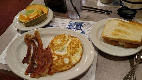 Chesterton, IN: Oct 2016 - Eggs, Bacon, Fruit and toast