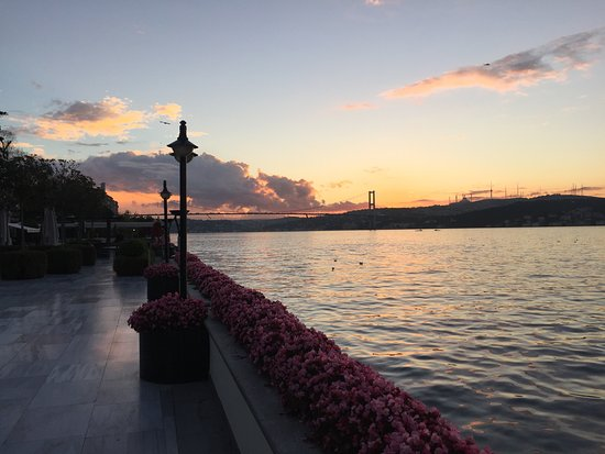 Four Seasons Istanbul at the Bosphorus: Sunrise from hotel terrace