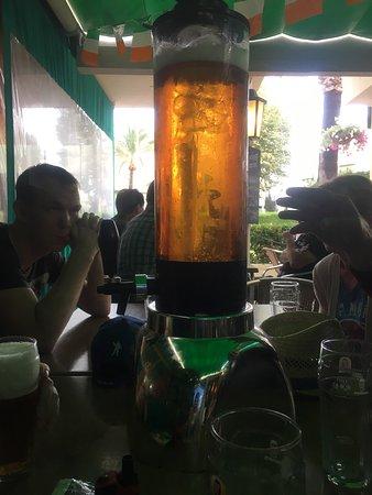 Kenna's Irish Bar & Restaurant: Great friendly bar