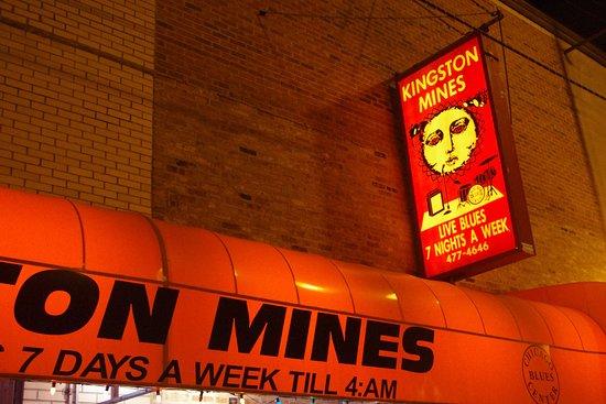 Kingston Mines: L'ingresso del locale