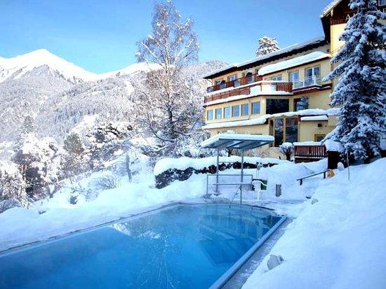 Hotel Alpenblick: Winter outside