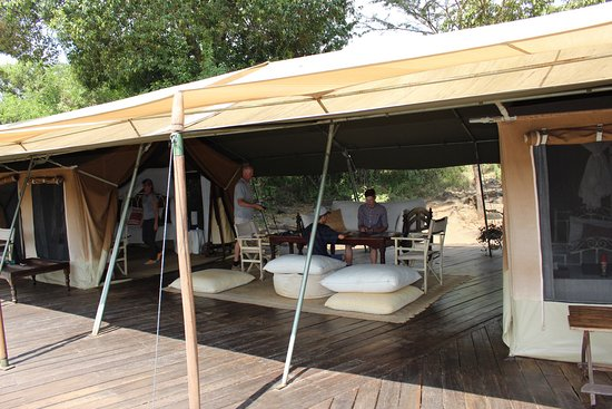 Serian Family tent living room & Family tent living room - Picture of Serian Mara North ...