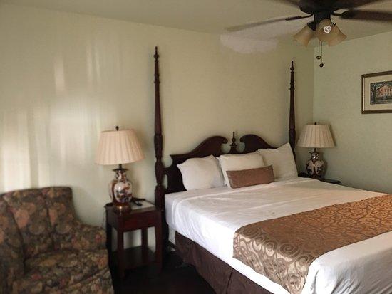 Olde Town Inn: room 307