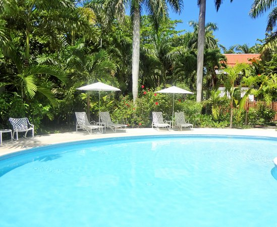 Idle Awhile The Villas: Main pool shared by the 1,2 and 3 bedroom villas.