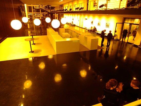 Deutsche Oper Berlin: inside opera