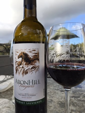 AronHill Vineyards: Wine & Lunch