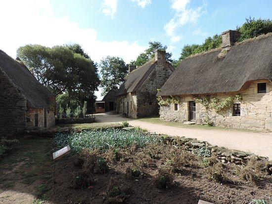 Quistinic, Frankrig: Extérieur du village