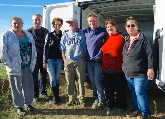Winery Plus Tours : Our fellow grape harvesters and Serge, the boss!