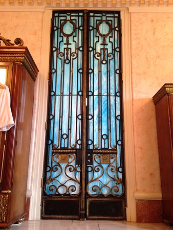 """Thibodaux, LA: The """"Throne Room"""" in the Governor's Suite Marble Bathroom"""