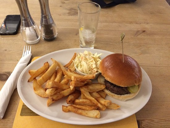 Ottery St. Mary, UK: Beef Burger and Chips