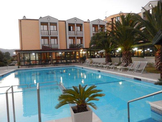 River Park Hotel : vue de la piscine