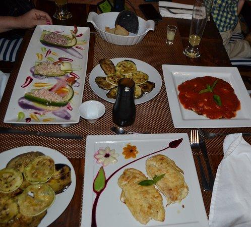 Gastronomia El Buzo: Filete Orlando, Filete Raquelle, acompañados de berenjenas al escabeche.