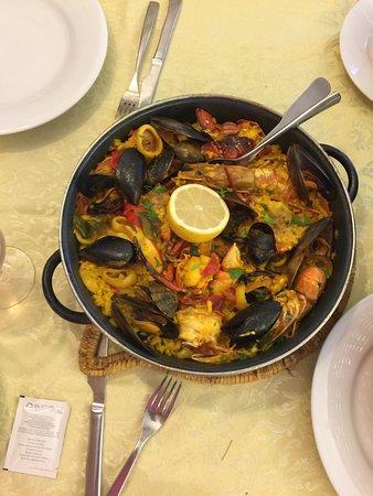 Casa Pedro: Dimanche 2 octobre 2016' chaque plat est pour 1 personne la paella est à 14 euros et 28 euros av