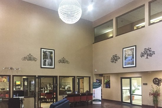 Grain Valley, MO : Lobby