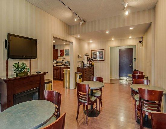 Comfort Inn: VABREAKFASTSITTING
