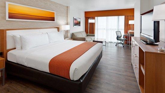 Holiday Inn Riverwalk: King Bed Leisure Non Smoking