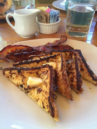 Lucky Hank's Restaurant & Cafe: The French Toast and Pancakes were AMAZING!