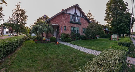 Echoes of the Glen Bed & Breakfast: The B&B from the front