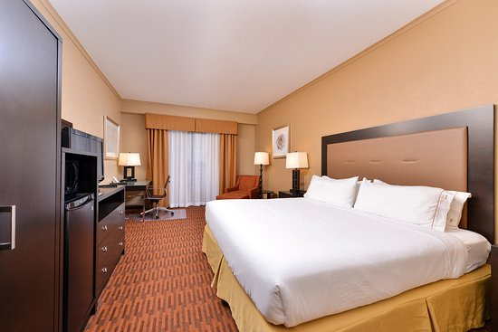 Breezewood, PA: King Accessible Room