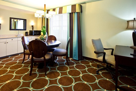 Holiday Inn Sarasota - Lakewood Ranch: Guest Room located near new Lakewood Ranch Developments