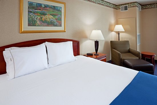 Holiday Inn Express Reading: King Bed Guest Room