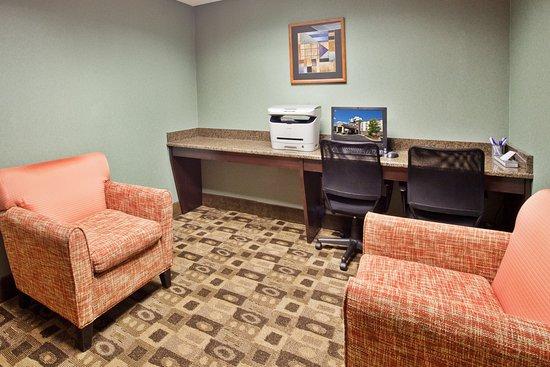 Holiday Inn Express Apex/Raleigh : Business Center