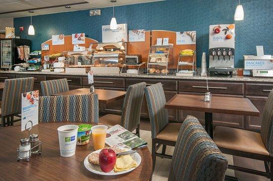 Holiday Inn Express Hotel & Suites San Antonio Rivercenter Area: Breakfast