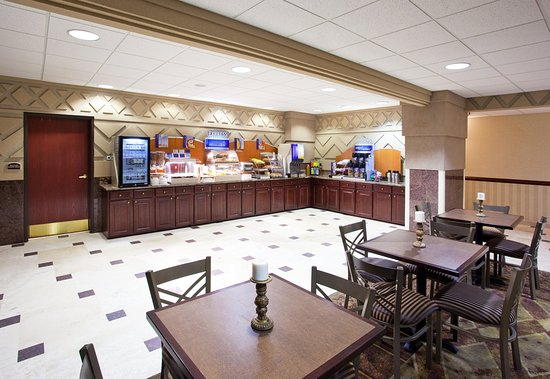 Holiday Inn Express Toledo-Oregon: Breakfast Bar